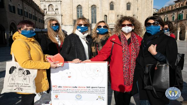 Ascoli Piceno, Soroptimist ha consegnato i buoni al centro antiviolenza ''On the Road''