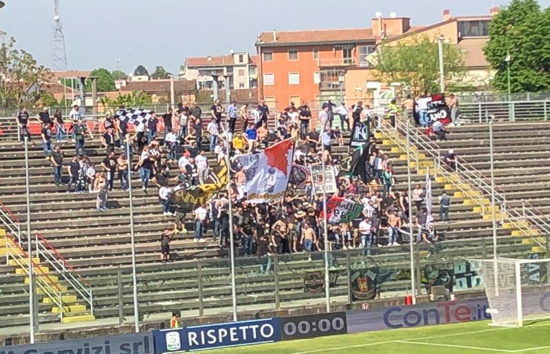 Tifosi Ascoli a Cremona (21 Aprile 2018)