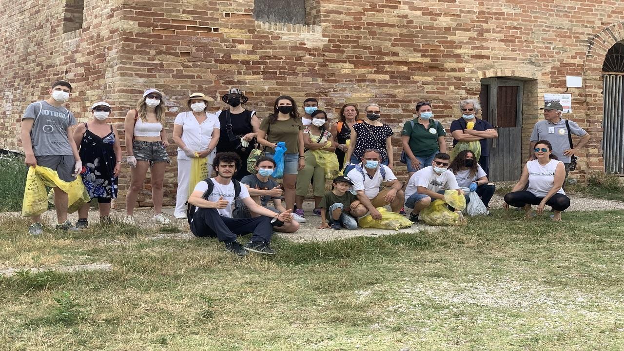 Riserva Naturale Sentina, evento ''Passeggia-Osserva-Raccogli'' con i volontari di Questione Natura