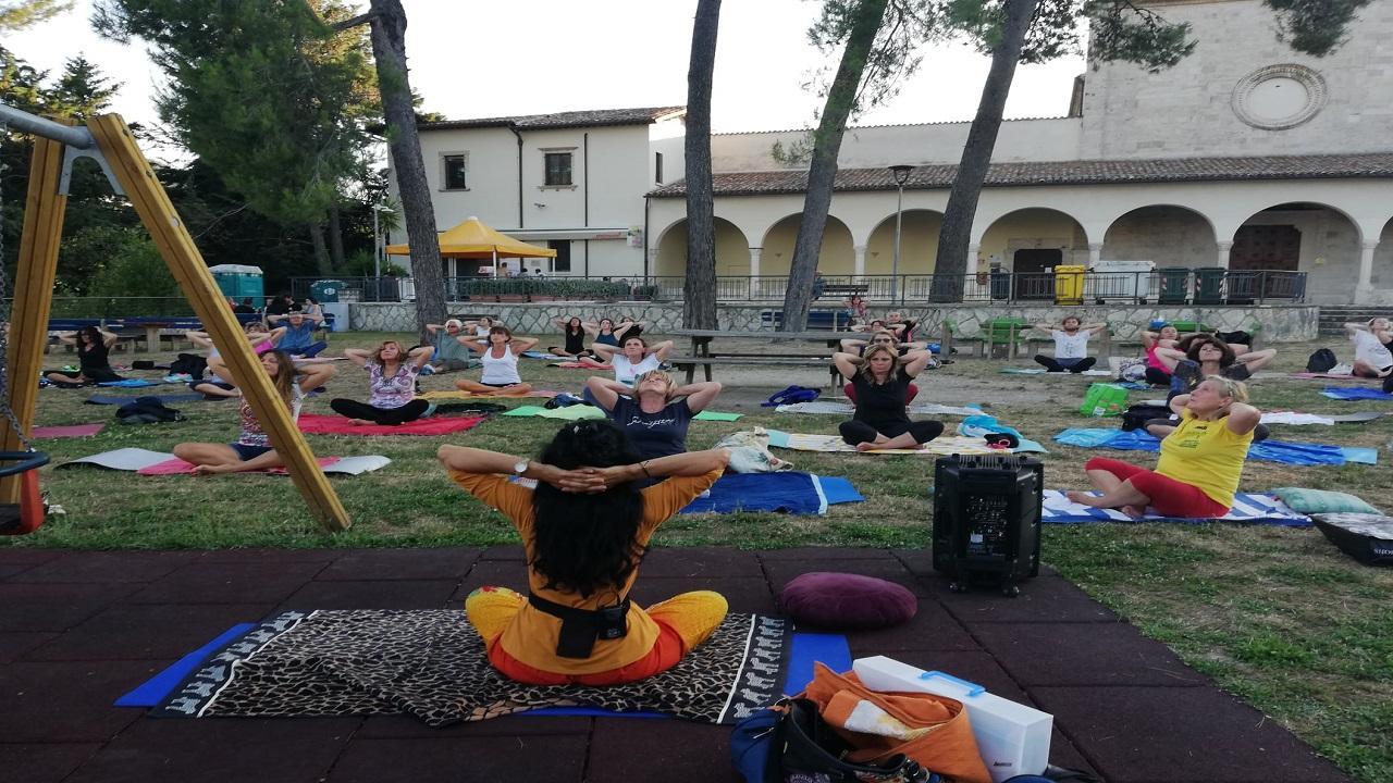 Ascoli Piceno: ''Il valore sociale dello sport'', dal 3 Luglio yoga mattutino all'Annunziata