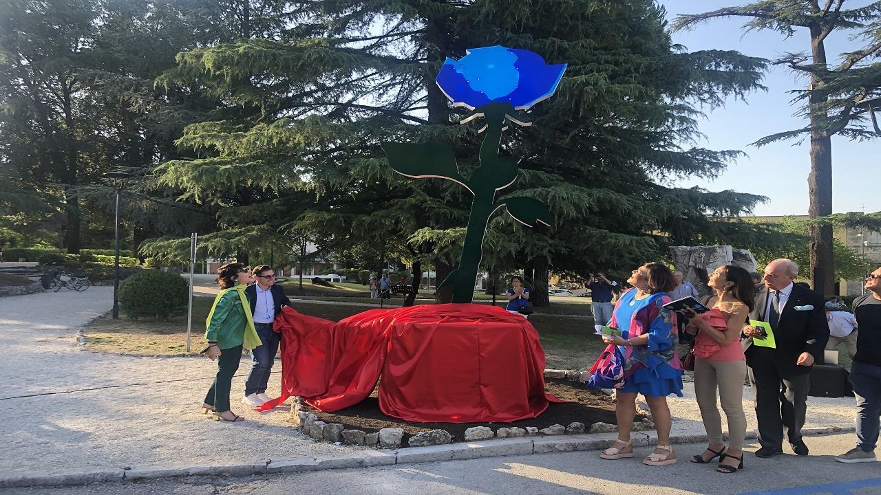 """Ascoli Piceno: scultura ''La Rosa del Progresso'', simbolo de """"La Milanesiana"""" e non solo"""