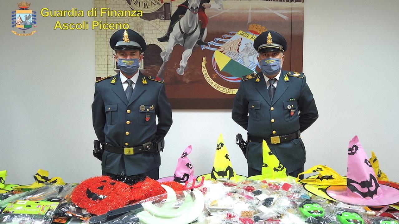 """Operazione """"Attenti alle streghe"""", Finanza Ascoli sequestra oltre 50mila articoli a tema Halloween"""