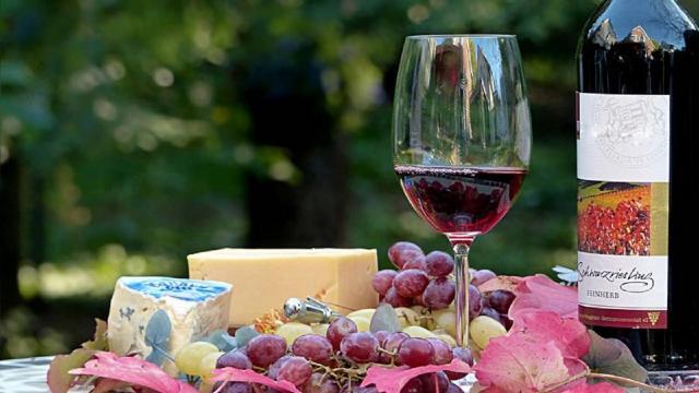 Covid, zona bianca vale 2,5 miliardi per vino italiano. Raccolta grano, prezzi in rialzo