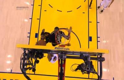 LeBron James, la stoppata che vale l'anello è già entrata nella storia