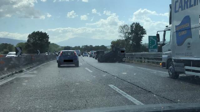 Superstrada Ascoli-Mare, rocambolesco incidente tra le uscite di Spinetoli e Castel di Lama