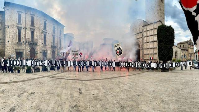 Ascoli Calcio, toccante striscione degli Ultras 1898 ai funerali del tifoso Domenico Iena