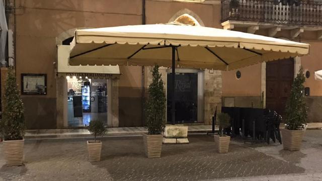 Ascoli Piceno, a Piazza Arringo inaugurato il nuovo Caffé Royal