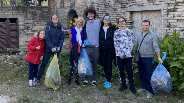 Questione Natura, ripulita dai rifiuti Villa Santi di Massignano