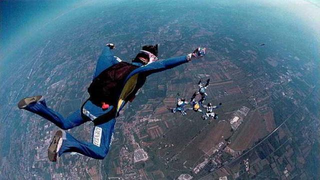 Paracadutismo sportivo: è boom di ricerche online per i corsi abilitanti