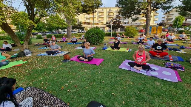 Monsampolo del Tronto, più di 50 persone per iniziativa ''Summer Yoga''