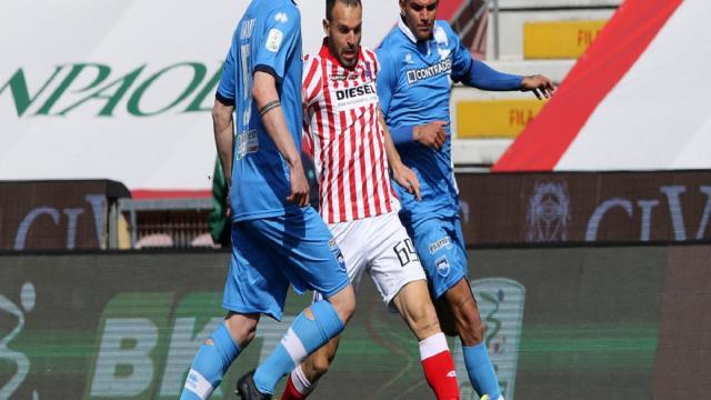 Serie B 30° turno: goleade esterne di Venezia e Lecce. Ancora ko Entella e Pescara