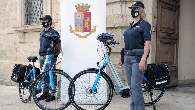 Ascoli Piceno, due e-bike in dotazione alla Polizia di Stato per pattugliare il centro storico