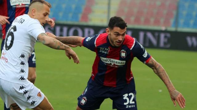 Crotone-Benevento 4-1, highlights
