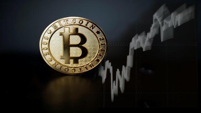Perché il bitcoin viene indicato come sistema monetario decentralizzato?