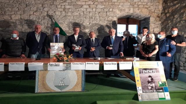"""Ascoli Calcio, Ducci ritira Premio """"MM7"""" a nome di Pulcinelli. Patron in Sardegna nel weekend"""