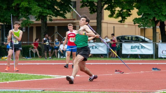Atletica leggera, a Pesaro vola lontano il giavellotto del giovane ascolano Colonnella