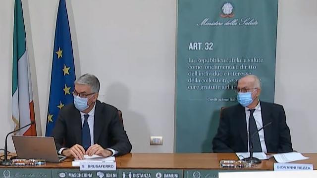 """Istituto Superiore Sanità, Brusaferro: """"In Italia crescita lenta grazie a sforzi fatti durante le feste"""""""