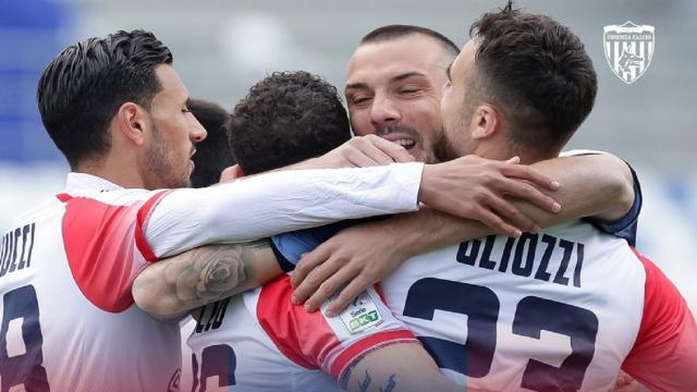 Reggiana-Cosenza 1-1, Varone replica nella ripresa a Gliozzi. Entrambe le squadre a +1 sull'Ascoli
