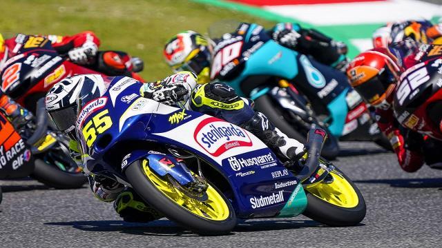 Moto3, Fenati lotta sempre in testa al Mugello e poi chiude in sesta posizione. Lutto per Dupasquier