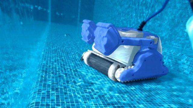 Pulizie della piscina, farlo con il supporto dei robot