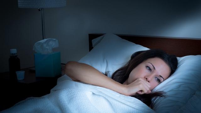 Tosse notturna: come tornare a dormire e riposare al meglio