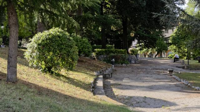 Ascoli Piceno, riqualificati Giardini Pubblici di Corso Vittorio. Donata scultura ''La Rosa del Progresso''