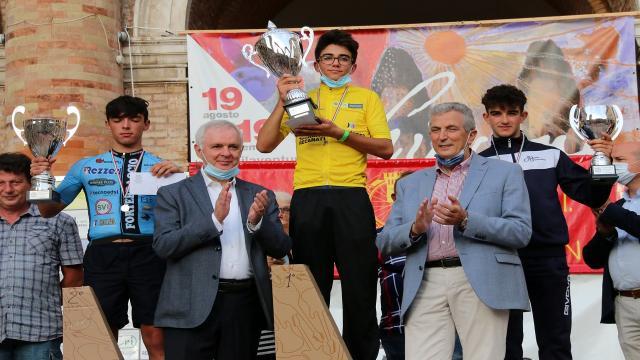 Ciclismo Marche, gran colpo di Luca Fraticelli alla 32esima Sarnano-Recanati