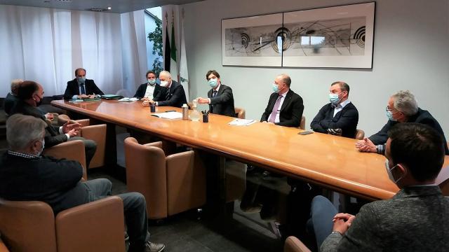 Coronavirus: Regione Marche incontra calcio dilettanstico e Coni per partire in sicurezza