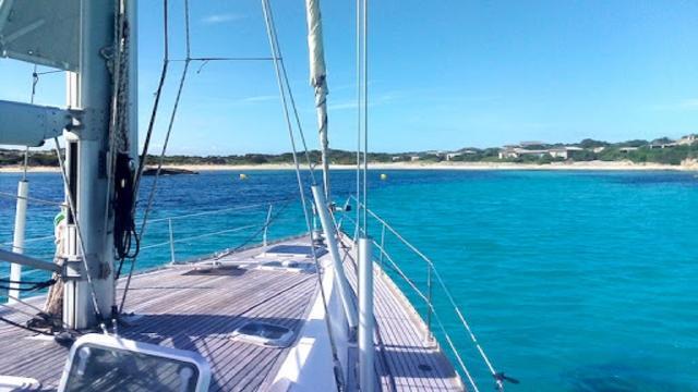 I molti benefici di una vacanza in barca a vela, tra relax e divertimento