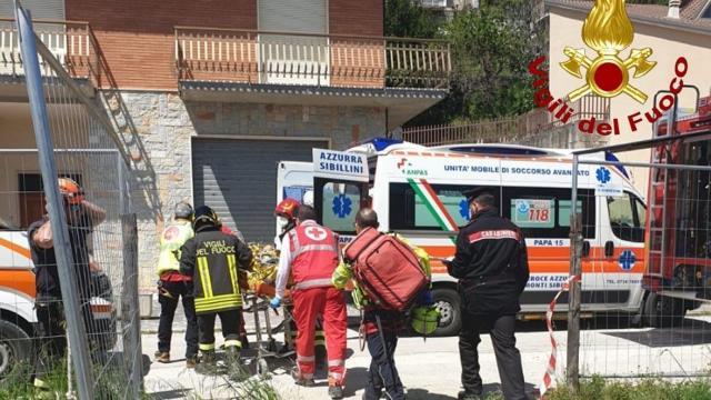 Amandola, grave incidente in un cantiere. Tre operai feriti per caduta da circa quattro metri