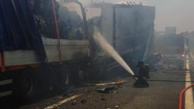 Autostrada A14, incidente tra mezzi pesanti a Grottammare. Due autisti deceduti e traffico in tilt