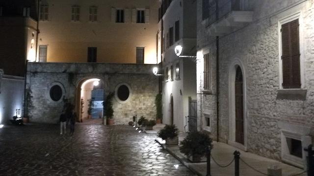 Ascoli Piceno, Divina Commedia in dialetto ascolano e in lingua originale in Piazza Sant'Emidio