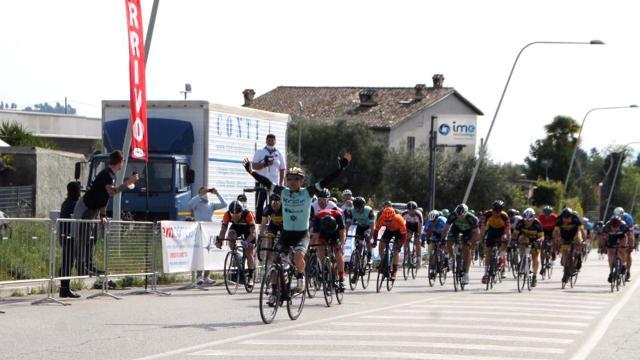 Tour Marche CSI, ad Ascoli Piceno trionfo in volata per Moreno Rapari della HG Cycling Team