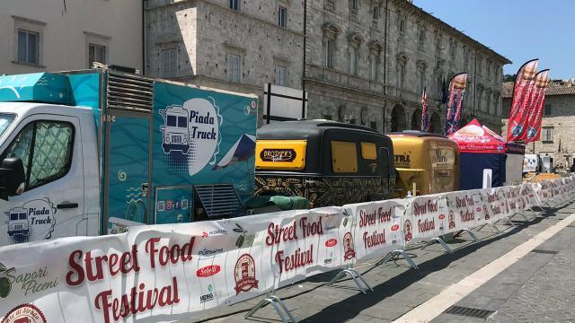 Ascoli Piceno, programma e orari della terza edizione 'Street Food Festival' a Piazza Arringo