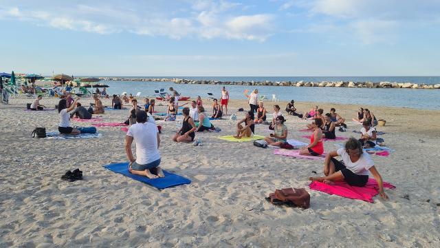 Unione Sportiva Acli: ''Yoga al tramonto'' a Pedaso, partenza positiva